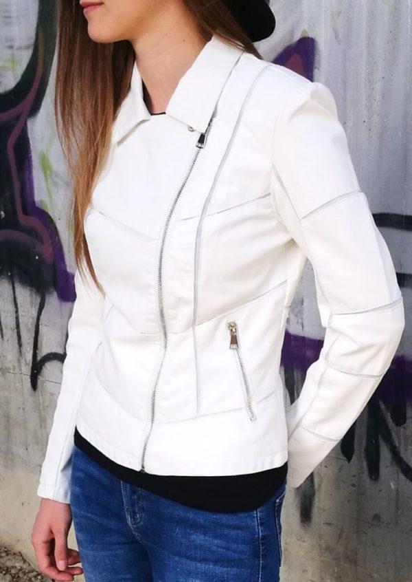 Biela koženková bunda.